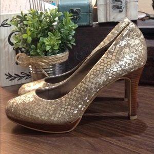 Moda Gold Snake Skin Pattern Platform Heels EUC